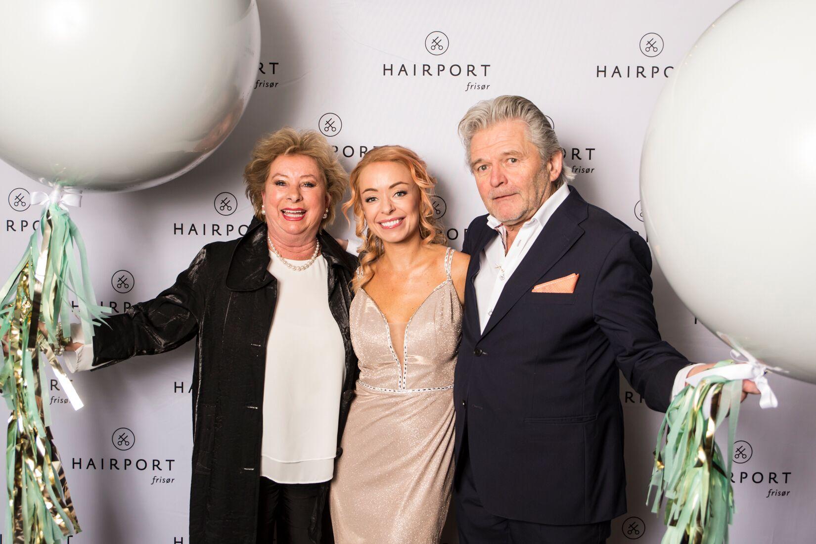 Roy H. Rismoen kan se tilbake på en karriere med mange bragder. Her fra Hairport Frisørs årsfest, her sammen med sin kone og datteren Tina Rismoen, som er kjedens kreative leder i dag.  Foto: Alva Thylen